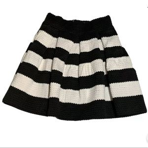 COVETED CLOTHING PLEATED KID SKIRT SIZE M